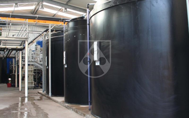 Nuestro material Polystone® G azul HD (PE-HD) es muy adecuado para aplicaciones en el sector del agua potable gracias a su color similar al RAL 5015. El material cuenta con la aprobación KTW, es adecuado para el contacto con el agua potable y cumple el reglamento 10/2011/UE.