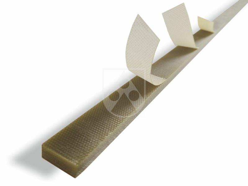 Wir bieten Ihnen Nuteinlagen und schälbare Nuteinlagen aus Durostone® mit einer Länge von bis zu 12 Metern. Mit ihrer hohen thermischen Belastbarkeit (Wärmelasse F oder  H) und mechanischen Belastbarkeit sind sie sehr widerstandsfähig und bieten eine