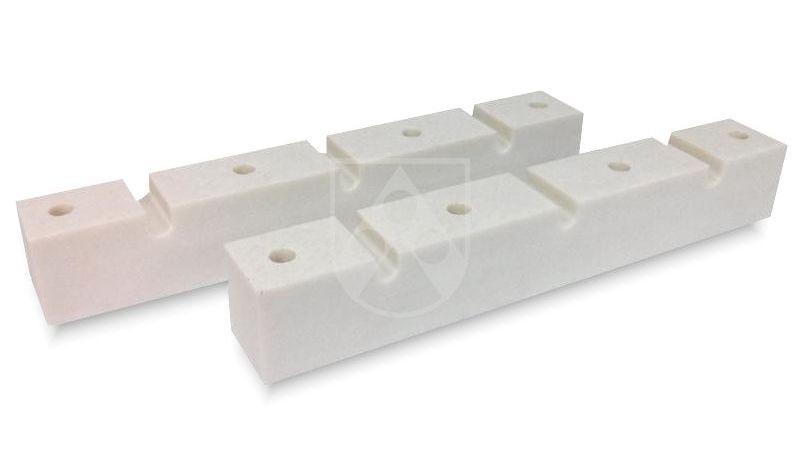 In engen Toleranzen zerspante Stromschienenhalterungen aus Durostone®  unterstützen mit ihrer hohen mechanischen und elektrischen Festigkeit, geringen Wasseraufnahme und hohen Kriechstromfestigkeit die Zuverlässigkeit von Schaltanlagen. Mehr Informatio